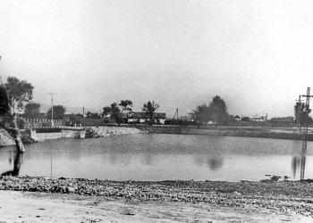 Арсеньев. Мост через бассейн. 1954 год.