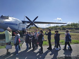 Третьеклассники в авиамузее