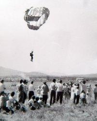 Арсеньев. Приземление парашютиста