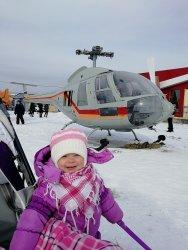 В один из праздничных дней авиамузейную площадку посетила молоденькая особа-волонтер Алиса.